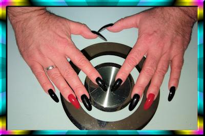 Lange Fingernägel von Dietmar (schwarz mit rot)