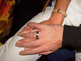 Hände Ring Glühwürmchen Herzbeben
