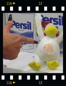 WC-Ente Diebstahl Klauen verhindert ::: Hand von Syntronica  ::: © 2012 Glühwürmchen und Herzbeben & Syntronica.net